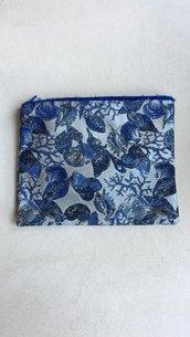Pochette in broccato di seta blu con motivo con conchiglie coralli