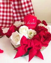 centrotavola con candela e fiori artificiali