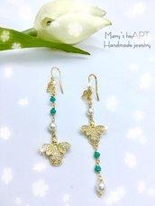 Orecchini pendenti in ottone e zirconi con api, cristalli e perle