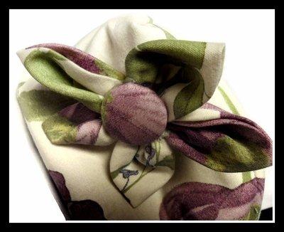 Pochette viola con fiore