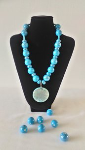 Collana con perle in ceramica  color  turchese