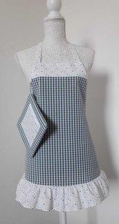 Grembiule donna cucina a quadrettini azzurro carta zucchero con balza a stelline e presina abbinata