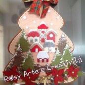 Albero di Natale in feltro  con villaggio natalizio innevato