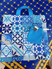 shopper tessuto loneta mattonelle azzurre con pochette