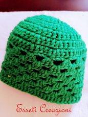 Berretto donna in lana verde ad uncinetto
