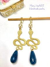 Orecchini pendenti a serpente in zama, pietre dure e perle coltivate