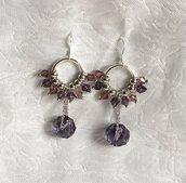 Orecchini con mini cristalli rosa e viola e cristallo viola pendente