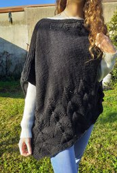 Poncho donna in lana merinos / cappa a maglia / mantella asimmetrica fatta a mano