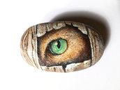 L'OCCHIO DEL GATTO - dipinto su pietra naturale - pezzo unico - pietra dipinta - oggetto da collezione