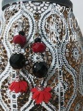 Orecchini neri e rossi