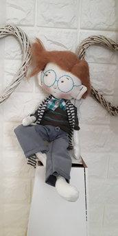 Bambola di stoffa fatta a mano da collezione