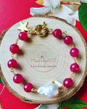 Bracciale realizzato a mano a rosario con agate e perla barocca e ottone