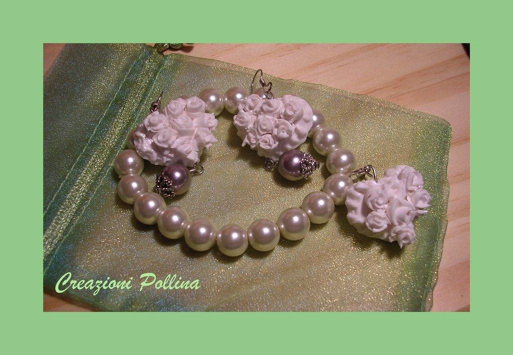 Bracciale +orecchini  roselline bianche in fimo