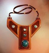 Collana girocollo etnica in legno lavorata a mano artigianalmente