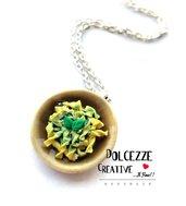 Collana Piatto di pasta col pesto - Fusilli pasta- con formaggio grattugiato - handmade miniature