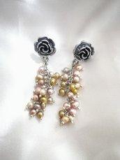 Orecchini lunghi perle di fiume grappoletti rosellina