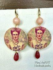 Orecchini pendenti in legno decorato double-face 'Frida Kahlo' e pietre dure
