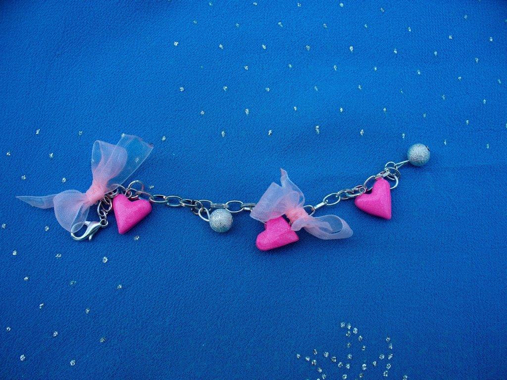 bracciale con cuori rosa