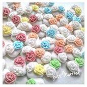 Confetti decorati con rose colorate