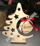 Albero di Natale appendipallina in legno con pallina personalizzata. Taglio laser