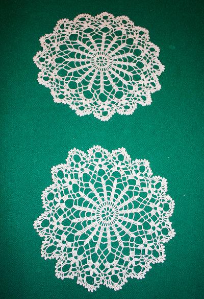 12) Due centrini gemelli