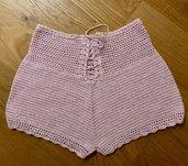 Pantaloncini short donna fatti con l'uncinetto