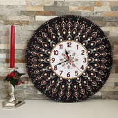 Orologio da parete di legno decorato con mandala