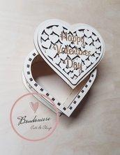 Scatola in legno con cuori San Valentino idea regalo