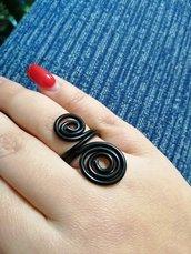 Anello spirali nero