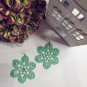 Orecchini Fiore ad Uncinetto con Pietre