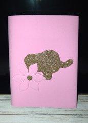 Portafoglio in fommy (gomma eva, crepla) chiusura a strappo, colore rosa con elefante in glitter.