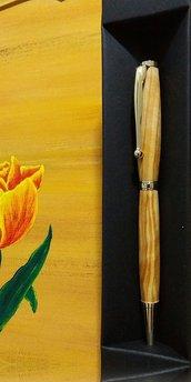 Penna fatta a mano, legno di ulivo, regalo laurea, compleanno, lavorazione artigianale, San Valentino