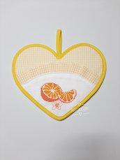 Presina cuore con volant, ricamo punto croce, frutta, arancia
