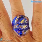 Blu e Oro – Anello fedina a fascia in vetro di Murano e avventurina fatto a mano
