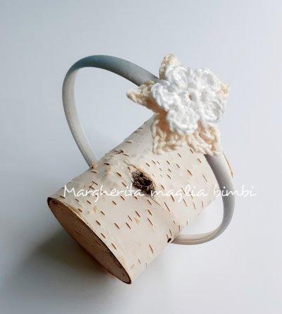 Cerchietto bianco bambina con fiore bianco e panna - Battesimo, cerimonia, Comunione