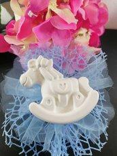 Cavallo a dondolo in gesso ceramico profumato su doppio velo rete