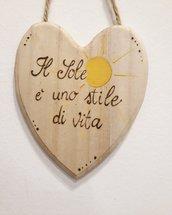 """targa cuore """"il sole è uno stile di vita"""""""