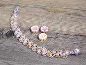 Bracciale elegante in stile boho chic interamente realizzato all'uncinetto, con cristalli cechi. Chiusura con un cristallo