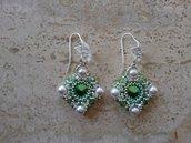 Orecchini con perle ed elementi swarovski