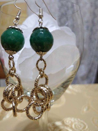 Orecchini con pietra dura verde