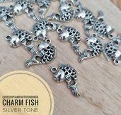 Charm carpa koi traforato per bracciali collane orecchini color argento 20x10mm