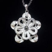 """Ciondolo da donna """"fiore"""" argento 925 con perle bianche/nere fatto a mano C159"""