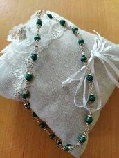Collana con cristallini e perline  di legno verdi