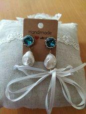 Orecchini con crsitallo azzurro e strass con perla barocca