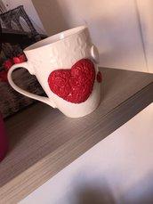 Tazza con cuore e rose fatta a mano
