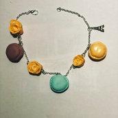 Braccialetto in argento con macarons e charme