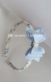 Cerchietto bambina con fiocco azzurro lavorato a mano