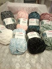 Gomitoli di lana di ciniglia