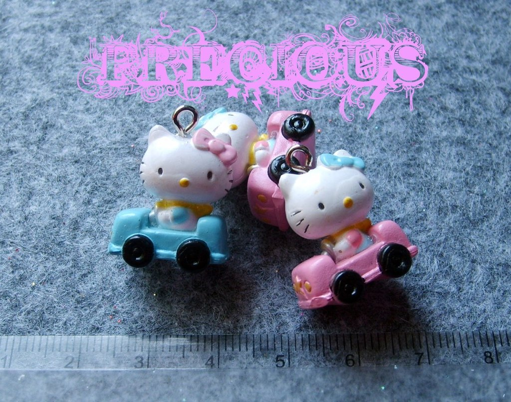 Charms Hello Kitty in auto