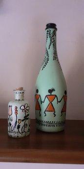 ornamento stilizzato in bottiglia